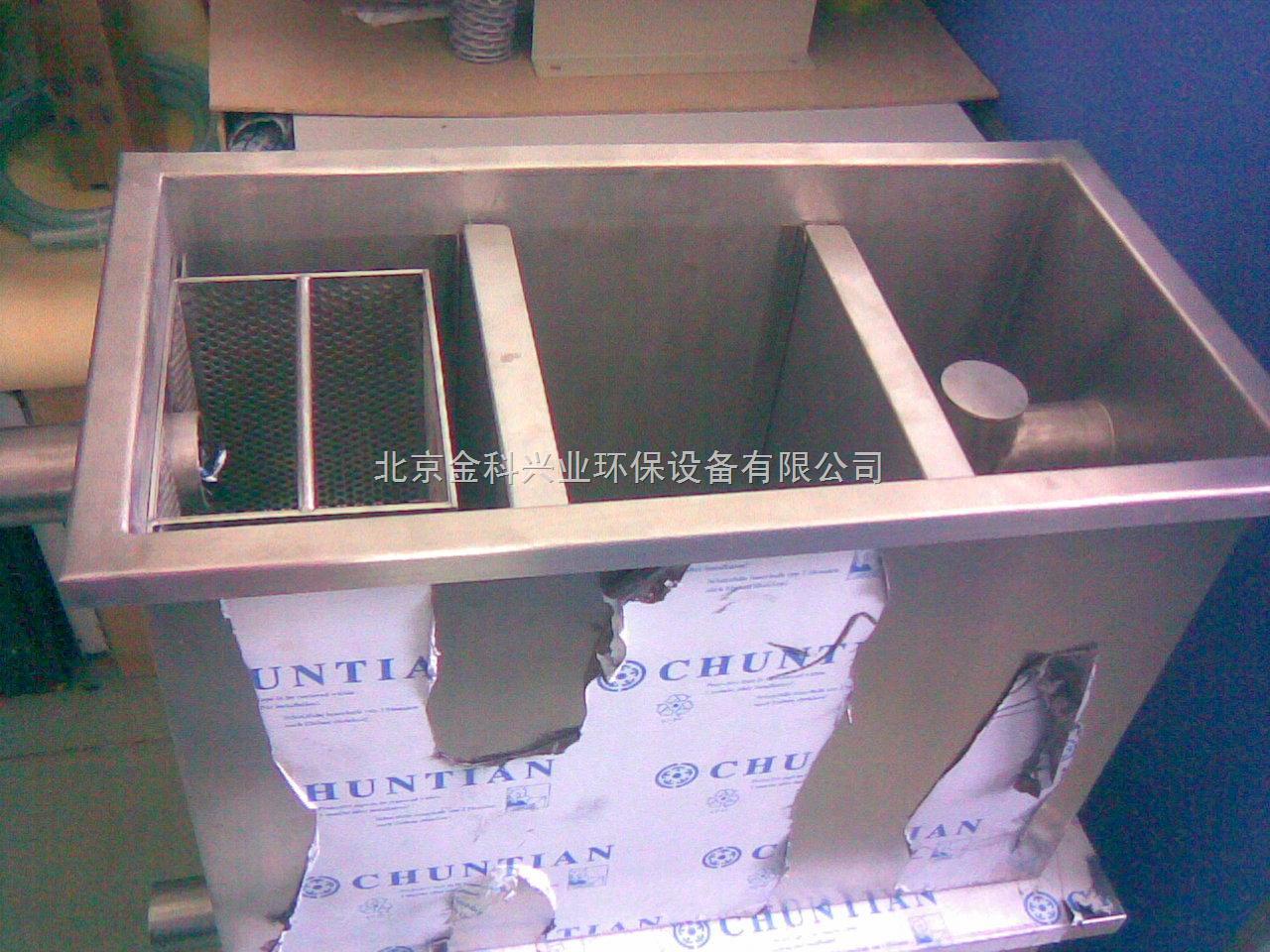 (二)油水分离器结构特点油脂阻集器为箱体结构,可埋设在地下或地面上
