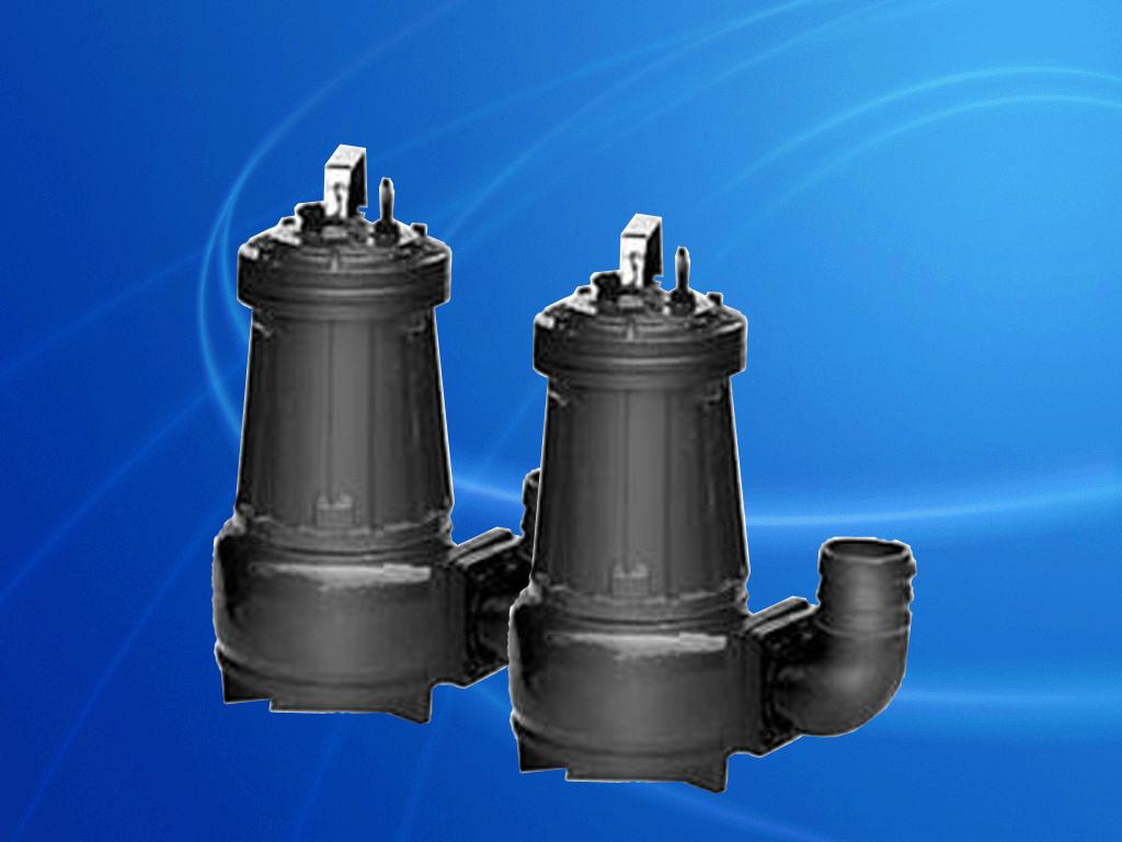 六、潜水排污泵运输与使用注意事项: 1、决不允许用泵的电缆线起吊或悬挂水泵,在搬运或悬挂水泵时,可用带钩的链条钩在把手上或上盖的吊环上; 2、在移动使用时,出水软管可用前面表格规定的标准软管接头,接在水泵的出水弯管上,固定使用时,可根据自耦装置的法兰标准设置管路; 3、潜水排污泵水泵不能放在污水的出口处,当水泵座放在泥地上或浮沙上吋,水泵由于震动,产生下陷,这时建议用戶将水泵悬置起宋或放在一个较大的底板上; 4、如果泵仍在继续运转,在0以下的气溫时,可以继续使用,但如果停止不用时,则应将泵吊起清洗保管;