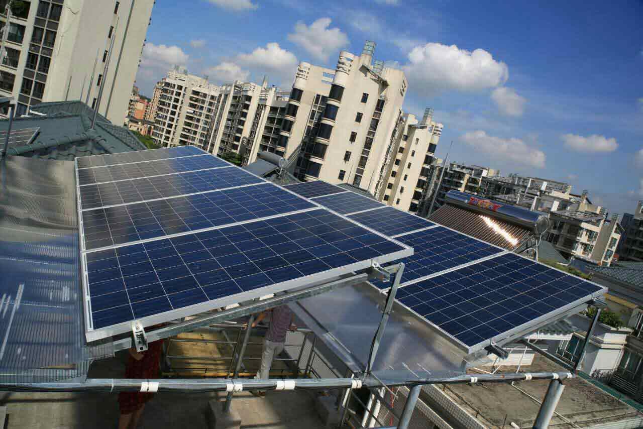据她介绍,主要有三个好处:一是屋顶太阳能发电站所发的电能自发自用